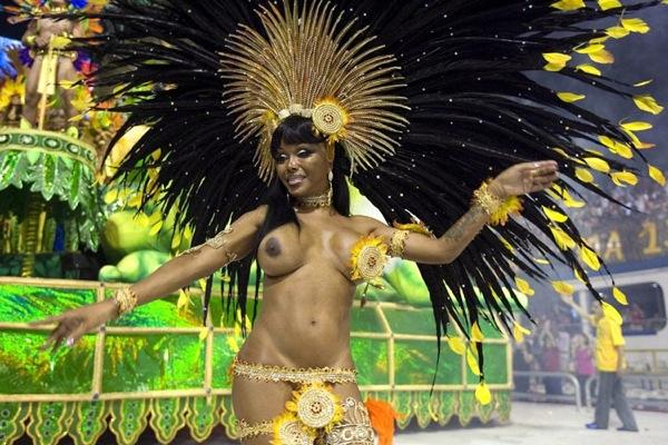 absolyutno-golaya-koroleva-karnavala-v-brazilii